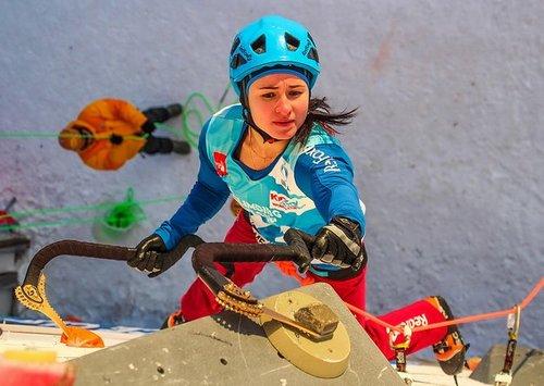 Чемпионат мира по ледолазанию проходит 15-16 декабря в Москве